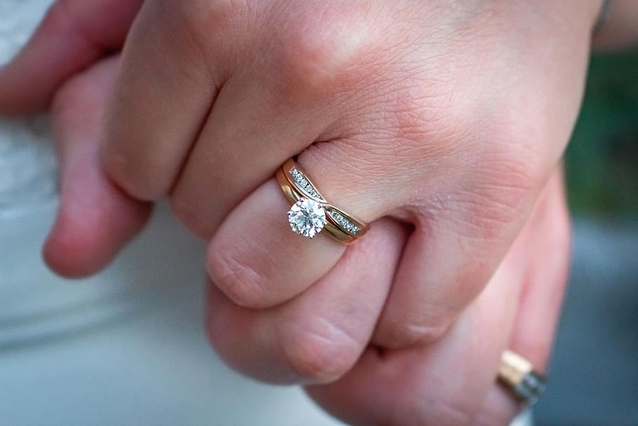 EVERYTHING YOU NEED TO KNOW BEFORE BUYING A DIAMOND ENGAGEMENT RING IN LONDON