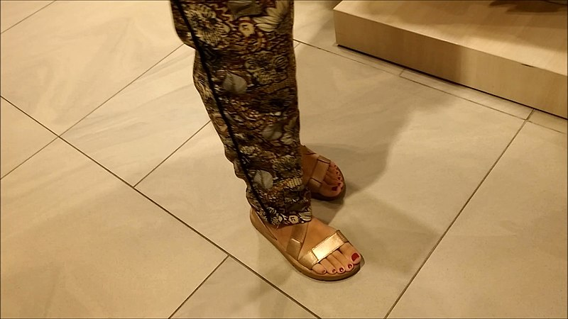 Tips for Buying Comfortable and Safe Sandals