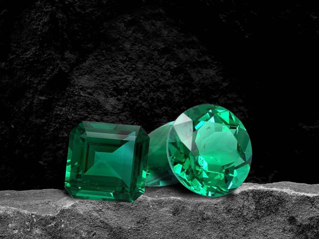Emeralds- jewels of the era
